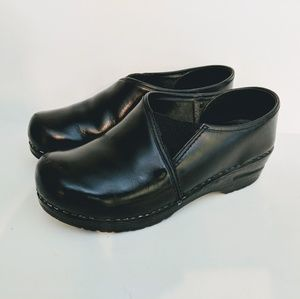 Dansko Pepper Black Leather Clogs Size 37